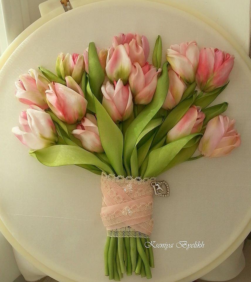 Вышивки лентой букетов и тюльпанов